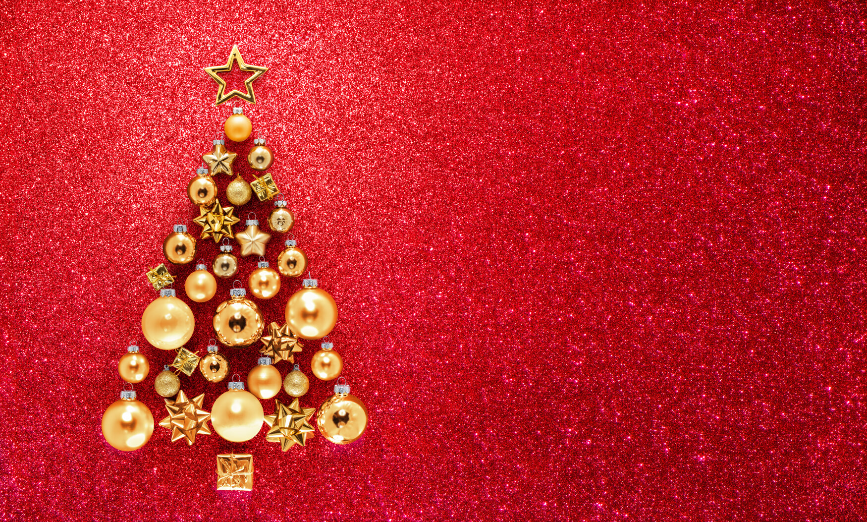 red-and-gold-Christmas-tree